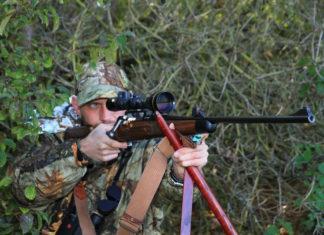 Jäger mit Waffe